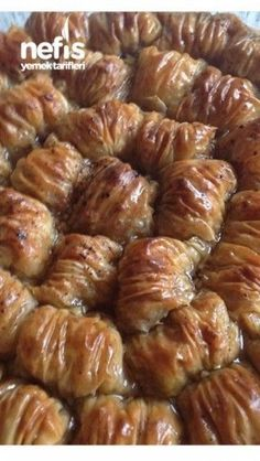 10 Minuets : Dagilan Burma Baklava in the Garden Middle Eastern Bread, Middle Eastern Recipes, Cake Recipe Using Buttermilk, Turkish Recipes, Ethnic Recipes, Turkish Sweets, Turkish Kitchen, My Cookbook, Yummy Food