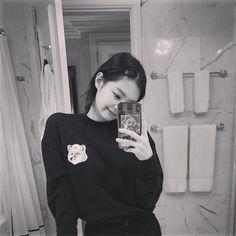 Black Pink Yes Please – BlackPink, the greatest Kpop girl group ever! Blackpink Jennie, Blackpink Photos, Girl Photos, Yg Entertainment, K Pop, South Korean Girls, Korean Girl Groups, Rapper, Blackpink Members