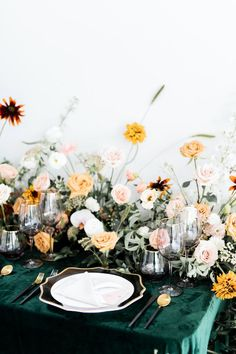 Bright + Whimsical Modern Art Gallery Wedding Tablescape in green, black, orange and cream Outdoor Wedding Reception, Indoor Wedding, Wedding Color Schemes, Wedding Colors, Art Gallery Of Hamilton, Art Gallery Wedding, Luxury Wedding Decor, Wedding Place Settings, Wedding Table Decorations