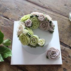 1st. Basic class   #플라워케이크 ~~   #플라워케익 #대구플라워케이크 #대구플라워케익 #버터크림플라워케이크  #꽃 #꽃케이크 #꽃스타그램  #케이크 #메종올리비아  #flowercake  #flower  #buttercreamdecorating  #buttercream  #buttercreamcake  #baking  #cake #koreaflower #koreaflowercake #maisonolivia