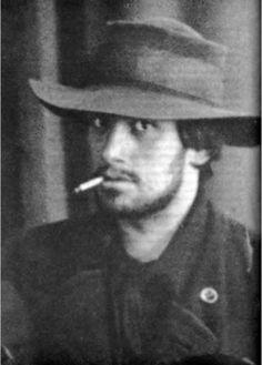 Vladimir Mayakovsky at 20. [::SemAp::]