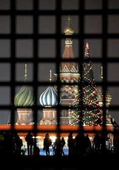 Christmas Tree near St Basil's Cathedral, moscow