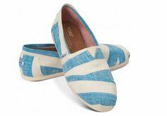 """TOMS. Cómodos, perfectos para variedad de looks informales, y además con su lema """"one for one"""" ayudan a niños necesitados con un par de zapatos... Nos encantan! =)"""