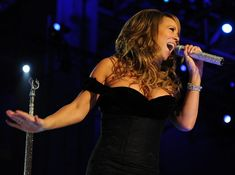 "Reports that Mariah Carey recorded a cover of a Dead Kennedys song to support the anti-fascist (antifa) movement are false. Rumors that the pop music diva covered the punk rock band's ""Na… Singing Lessons, Singing Tips, Learn Singing, Marathon Laufen, Celebrity Diets, Celebrity Photos, Carly Simon, Hip Hop, Whitney Houston"