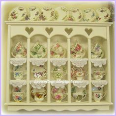 Antique tea cup collection displayed in a cute little cabinet. Cocina Shabby Chic, Shabby Chic Decor, Vintage China, Vintage Tea, Tea Cup Display, Display Case, China Display, Antique Tea Cups, Painted Furniture