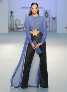 ¿Irías a una boda vestida con pantalones? ¿Te atreverías con las transparencias? #tendencias #vestidosdefiesta #modabodas India Fashion, Hijab Fashion, African Fashion, Fashion Beauty, Fashion Looks, Fashion Outfits, Womens Fashion, Estilo Glamour, Mode Abaya