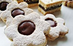 vin Czech Recipes, Ale, Sweets, Cookies, Food, Advent, Basket, Crack Crackers, Gummi Candy
