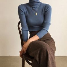 fall outfits 2019 trends Burgundy Ribbed Turtleneck Sweater With Flute/Bell Sleeve Mode Outfits, Retro Outfits, Fall Outfits, Casual Outfits, Fashion Outfits, Fashion Trends, Fashion Ideas, Fashion Clothes, Fashion Tips