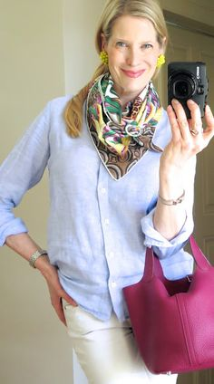 Classic Silk Scarf Outfit for Women Over 50 Classic Outfits, Cool Outfits, Fashion Outfits, Fashion Trends, Fashion Hair, Over 50 Womens Fashion, Fashion Over 50, 50 Y Fabuloso, Wrap Around Dress