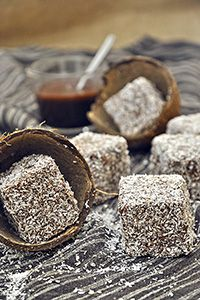 Nistisima cake with coconut and chocolate lamingtons / Vegan lamingtons Allergy Free, Sweet Desserts, Egg Free, Food Photo, Allergies, Candle Jars, Dairy Free, Coconut, Ice Cream