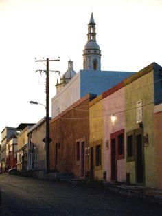 Las coloridas calles de #Santiago, en #NuevoLeon, al norte de #Mexico. Pueblo de encantos que enamoran.
