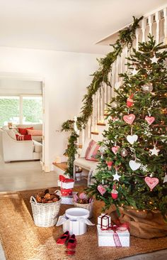 Navidad: Ideas para decorar de verde natural tu recibidor