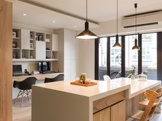 Modern Kid-Friendly Apartment in Amazing Appearance : Work Space Next To The Kitchen With Three Pendant Lamp Design Ideas In Black Lampshade Design Ideas On White Ceiling Unit Interior Design Tips, Interior Design Kitchen, Modern Interior Design, Design Case, Küchen Design, House Design, Lamp Design, Design Ideas, Zeitgenössisches Apartment