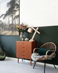 Aujourd'hui, nous découvrons un relooking avec de cette maison avec du vert sur les murs. Avec des touches vintages et des plantes partout, c'est magnifique !