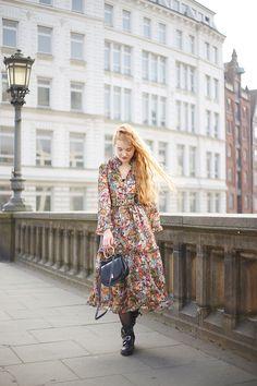 Modeblog Oldenburg Maxikleid Winter Outfit Blumen Chloe Lookalike Tasche Cutout Boots // Fee Schoenwald