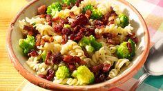 Glutenvrije pastasalade met broccoli en currydressing