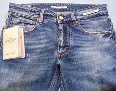 """Look of the Week n.7: Proposta per l'uomo ispirata da una #NewEntry nei nostri negozi: il #Denim tutto italiano di #DonTheFuller prodotto #MadeinItaly 100% di altissima qualità.  Il prefisso """"#Don"""" a sottolineare l'italianità del #jeans; Il termine """"#Fuller"""" che in lingua inglese significa """"lavandaio"""": colui che attraverso il lavaggio tinge e caratterizza il denim.  Lo proponiamo insieme agli #UGG modello Uomo (altra NOVITA'!!!) ad una camicia jeans #LaMartina maglione a coste con collo alto…"""