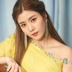 ﹝Park Yewon﹞ ー Kwon Eunbi ♡̷̷ Kpop Girl Groups, Kpop Girls, Fashion Models, Girl Fashion, Singer Fashion, Fandom, Japanese Girl Group, Famous Girls, Kim Min