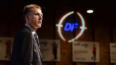 """KOMMUNALVALG 2013: Uenighed: DF's lokalpolitikere løber længst fra linjen Dansk Folkeparti er det parti, der har flest byrådskandidater, der trodser partilinjen. Ifølge eksperter skyldes det, at partier er ved at blive """"voksent"""". D. 19/11 2013"""