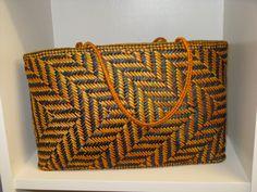 Basket by Jill Fleming Sisal, Basket Weaving Patterns, Flax Weaving, Flax Fiber, Maori Designs, Maori Art, Tribal Art, Handmade Crafts, New Zealand