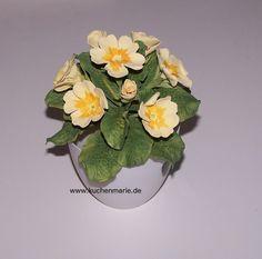 Gumpaste Primula Flower - Cake by Kuchenmarie - Sandra Schuerkmann