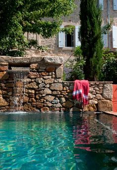 maison : photo deco maison, photo deco interieur Maison campagne dans le Sud: country house in the South.Maison campagne dans le Sud: country house in the South. Beautiful Pools, Beautiful Places, Outdoor Spaces, Outdoor Living, Photo Deco, Dream Pools, Plunge Pool, Exterior, Cool Pools
