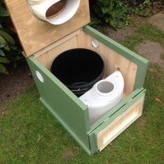 A self-contained, urine-separating compost toilet with drop down door on the front, making access to remove containers easier. Ideal for mobile users on narrowboats, barges, campervans, motor carav…