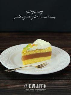 Cafe Amaretto - Cytrynowy jabłecznik z bitą śmietaną