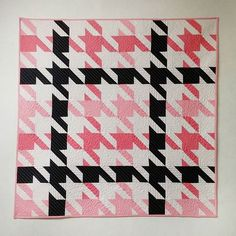 houndstooth quilt--gotta change it so the pieces are all the same color and the pattern is more clear though Gingham Quilt, Patchwork Quilt Patterns, Houndstooth Fabric, Baby Girl Quilts, Girls Quilts, Charm Quilt, Halloween Quilts, Colorful Quilts, Textiles