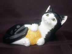 JUST CATS & Co STAFFORDSHIRE POTTERY CAT