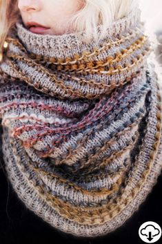 Knit your own fashion cowl scarf with this easy knitting pattern by Darling Jadore for The Rosewood Cowl. This cowl features bobbles and beautiful colors! Easy Knitting Patterns, Crochet Patterns For Beginners, Knitting Stitches, Knitting Projects, Knitting Ideas, Simple Knitting, Cowl Patterns, Cable Knitting, Knitting Designs
