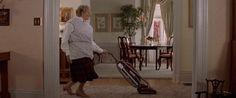 Wer braucht eine Putzfrau, wenn man diese Tricks kennt?...er soll sich verkleiden und los gehts!