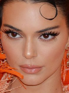 Close-up of Kendall Jenner at the 2019 Met Gala. Close-up of Kendall Jenner at the 2019 Met Gala. Kendall Jenner Make Up, Kendall Jenner Outfits, Kendall And Kylie, Kendall Jenner Makeup Tutorial, Kendall Jenner Halloween, Glam Makeup, Beauty Makeup, Hair Makeup, Hair Beauty