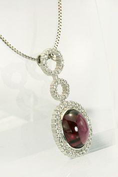 やや長めで着けるペンダントに。シックなガーネットカラーは大人の女性にぴったりです。華やかさも忘れずに。 Pearl Necklace, Pearls, Jewelry, Fashion, String Of Pearls, Moda, Jewlery, Jewerly, Fashion Styles