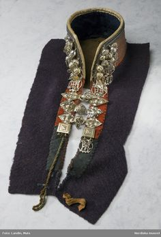 Senjen, Tromso, Norway in the early Objects from the Nordic Museum's collections Tromso, Folk Fashion, Museum Collection, Folklore, Jewelry Making, Textiles, Brooch, How To Wear, Vikings