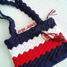 #tbtHayırlı huzurlu geceler hepinize . . . #tbt #örgü #elemeği #çanta #örgüçanta #aksesuar #assesories #handmade #crochet #knitting #craft #tasarım #yarn #model #design #sanat #terapi #hobi #haken #hekle #instacrochet #instalike #instagood #crochetbag #handmadebag #deryabaykallagulumse #iyigeceler #goodevening #goodnight
