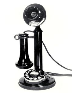 Retro Vintage style phone- I would love to get a working phone like this! - Photos of antique, retro, vintage phones, as well as modern day, replica versions for sale which actually work. Retro Vintage, Vintage Design, Vintage Love, Telephone Retro, Retro Phone, Telephone Call, Antique Phone, Or Antique, Cupcake Logo