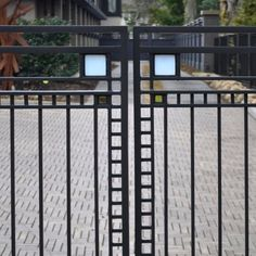 Edward E. Rochester, New York. Gate by Frank Lloyd Wright Metal Gates, Iron Gates, Organic Architecture, Japanese Architecture, Modern Industrial, Mid-century Modern, Handrail Ideas, Courtyard Landscaping, Prairie House