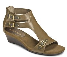 What I Wear to Work: Dressing Up Casual Sandals #AEROSOLES