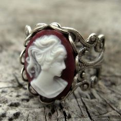 Lady Cameo... vintage..beautiful...@tammy lee fashion, style, purple, peace signs, vintage rings, cameo ring, cameo jewelry, jewelri, thing