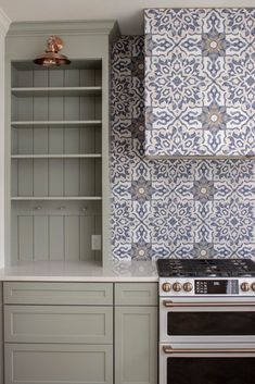 I'm obsessed with this blue and white patterned tile and how classic it feels! #patternedtile #lowespartner