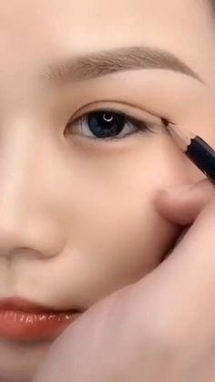 Smokey Eye Makeup Tutorial, Eye Makeup Steps, Natural Eye Makeup, Eyebrow Makeup, Eyeshadow Makeup, Makeup Art, Hair Makeup, Big Eye Makeup, Vintage Eye Makeup
