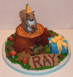 Possibly the best squirrel cake ever. So want this.