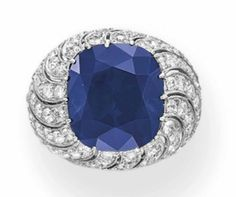 Lot 206 - A SAPPHIRE AND DIAMOND RING