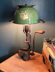 Primitive farmhouse style decorating light Primitive farmhouse style decorating light The decoration of the house is much like an exhibit space that reveals our ve. Farmhouse Style Decorating, Farmhouse Decor, Country Farmhouse, Vintage Farmhouse, French Country, Repurposed Furniture, Diy Furniture, Diy Luminaire, Recycling