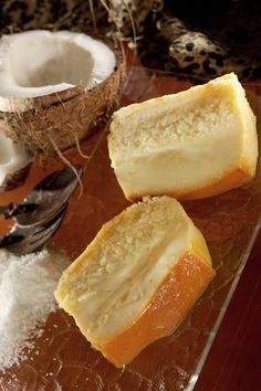 Cuisson à l'OMNICUISEUR Vitalité Gâteau-noix-coco Lait concentré sucré (boîte 410 g) : 10 c. à s. Lait demi-écrémé (température ambiante) : 20 cl Oeufs : 2 Noix de coco en poudre : 50 g Eau au fond de la cocotte : 5 c. à s.  Caramel : Morceaux de sucre : 7 Eau pour le caramel : 1 c. à s.