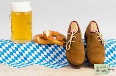 Das Oktoberfest ist für viele Besucher die Gelegenheit um Lederhose, Dirndl oder andere Trachtenkleidung zu tragen. Dazu gehören ein Paar passende Schuhe, wie die