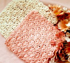 Crochet Spring Flowers Washcloth by Mellie Blossom from free pattern download here: http://www.yarnspirations.com/pattern/crochet/flowers-dishcloth