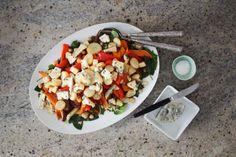Salat med ovnsbakte rotgrønnsaker, quinoa og blåmuggost