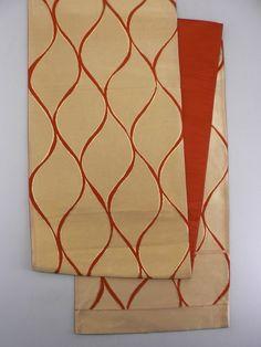 Gold Fukuro Obi, Vermilion Gentle Curve Lines / 金地 朱の緩やかな立桶柄 六通袋帯   【リサイクル着物・アンティーク着物・帯の専門店 あい山本屋】#Kimono #Japan